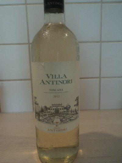 Бутылка итальянского белого вина Вилла Антинори