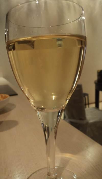 выдержанное белое чилийское виноsanta rita reserva chardonnay бокал