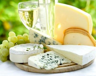 гармоничное сочетание белого вина и сыра