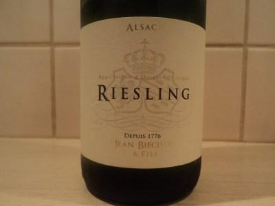 бутылка белого вина рислинг эльзас