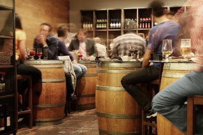 винные бочки в баре
