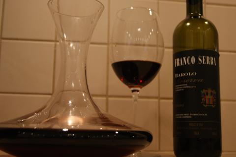 Вино в декантере