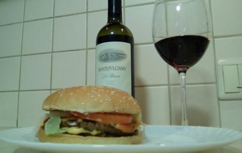 Бургер и вино воппер и монтепульчано